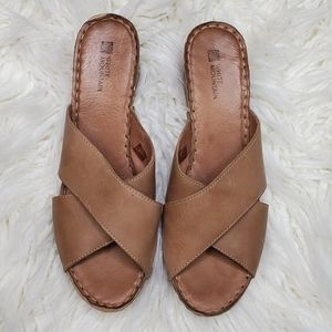 White Mountain cross strap leather sandals